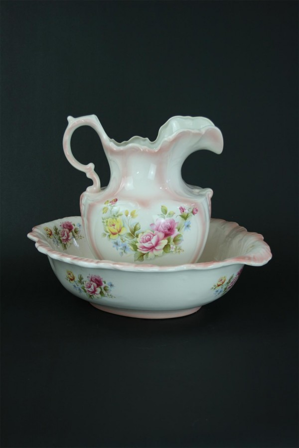 Victorian washing set in a pink